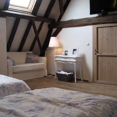 Bed breakfast het blauwe schaap kamers witte franse kamer - Witte en blauwe kamer ...
